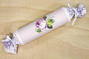 Free sewing tutorials at myfabrics.co.uk - Country house style bolster